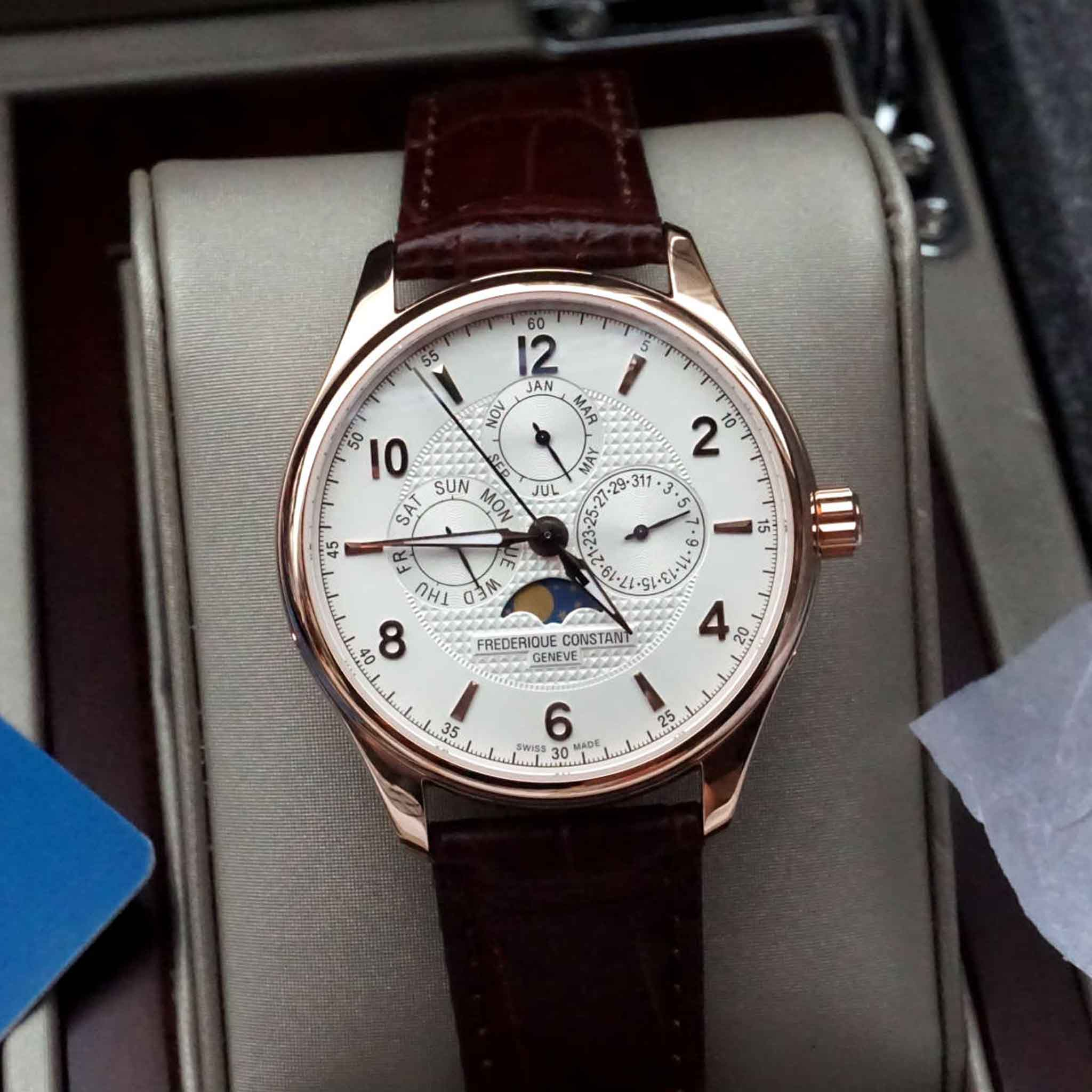 FREDERIQUE CONSTANT RUNABOUT MOONPHASE FC-365RM5B4 Runabout Limited 2888 chiếc - Thép không gỉ mạ vàng