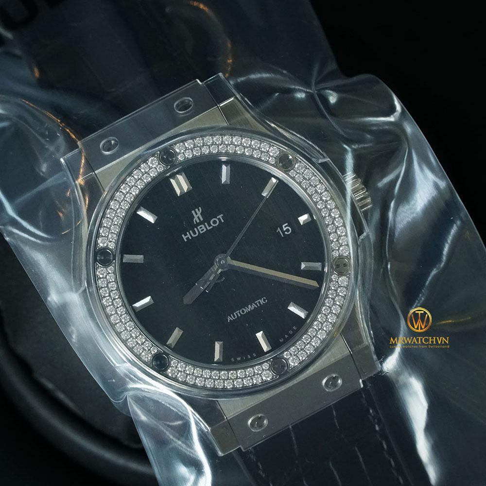 HUBLOT CLASSIC FUSION 542.NX.1171.LR.1104 Titanium - Vành kim cương