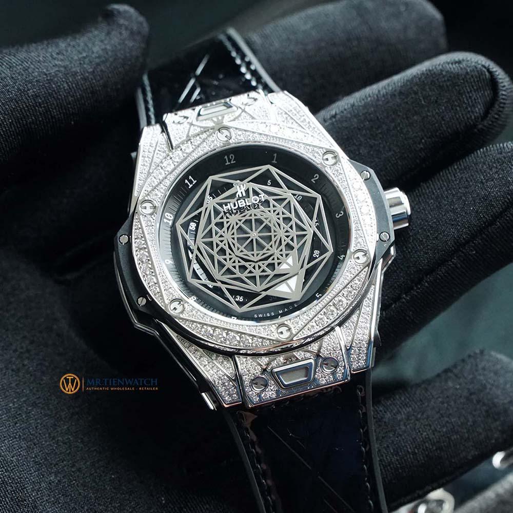HUBLOT SANG BLEU STEEL PAVÉ DIAMONDS SIZE 39MM 465.SS.1117.VR.1704.MXM18 96 viên kim cương 1.00 ct và Titanium với Hexagonal
