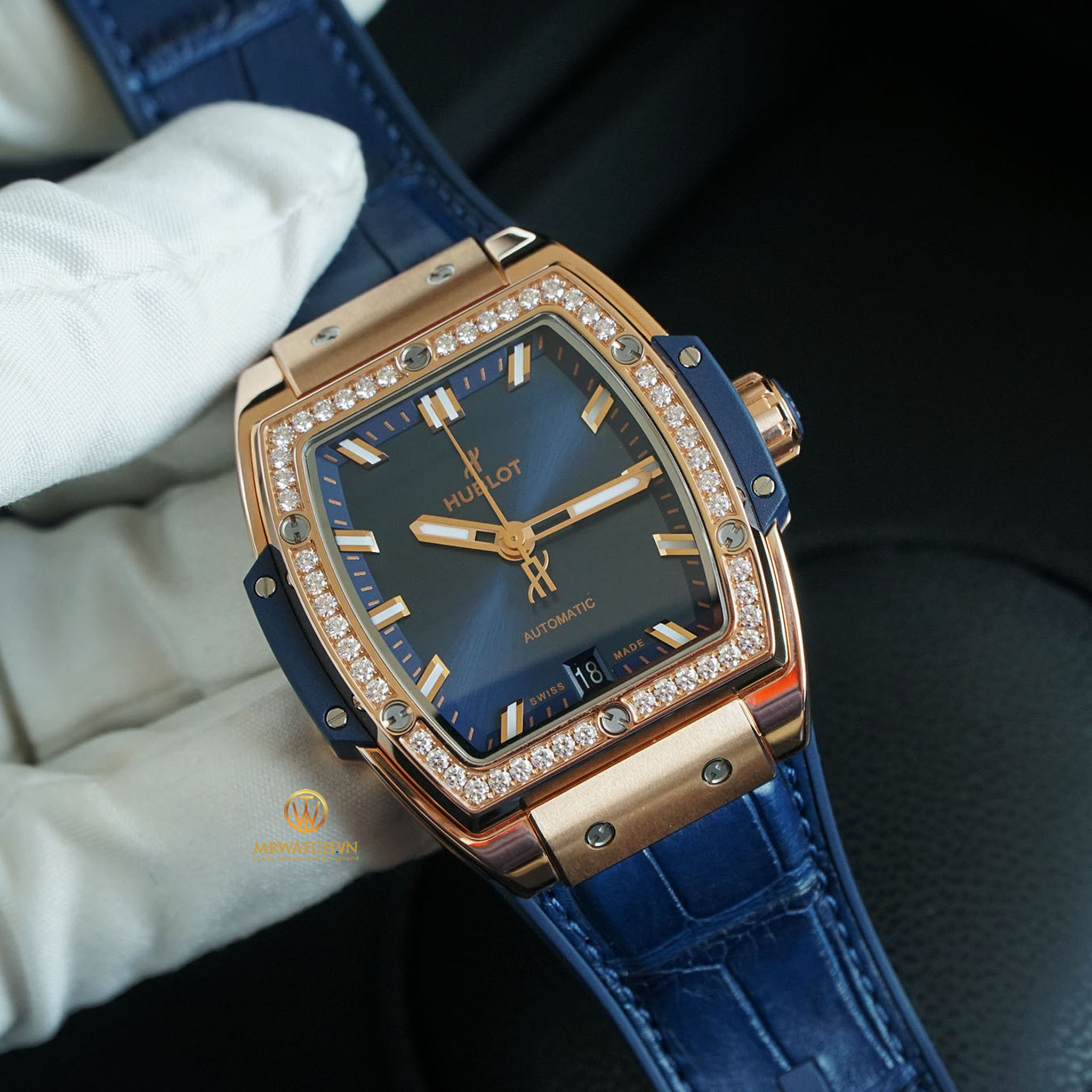 HUBLOT SPIRIT OF BIG BANG KING GOLD BLUE DIAMONDS - 39 MM 665.OX.7180.LR.1204 18K King Gold & Diamonds