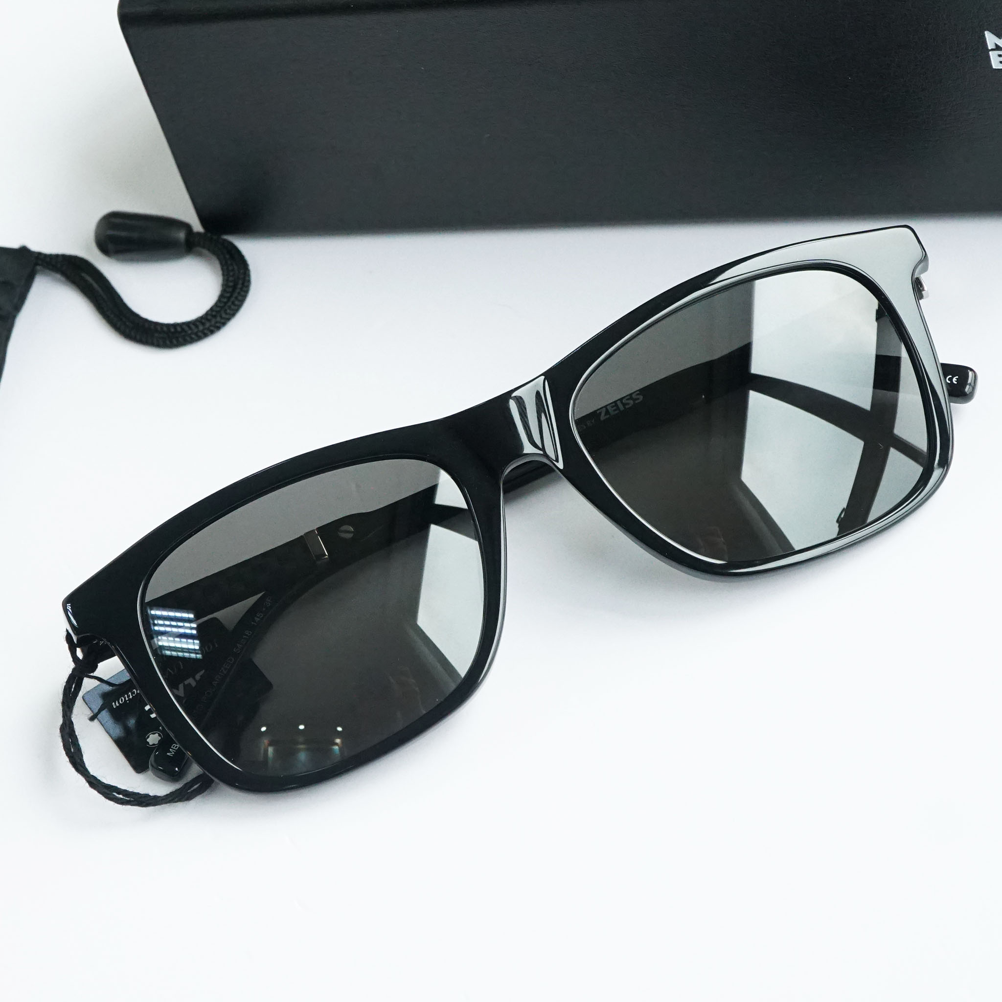 Kính mắt Mont Blanc Polarized Grey Square Sunglasses MB606S 01D chính hãng